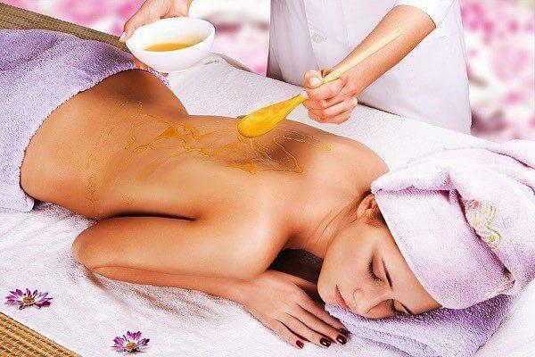 Медовый массаж: особенности процедуры